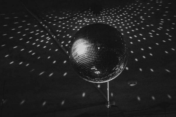 Digitale Speisekarten in Diskotheken, Symbolbild, Kugel Disco